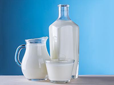 cats-drink-milk
