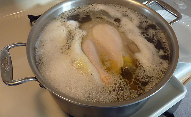 making-boil-chicken-for-your-dog
